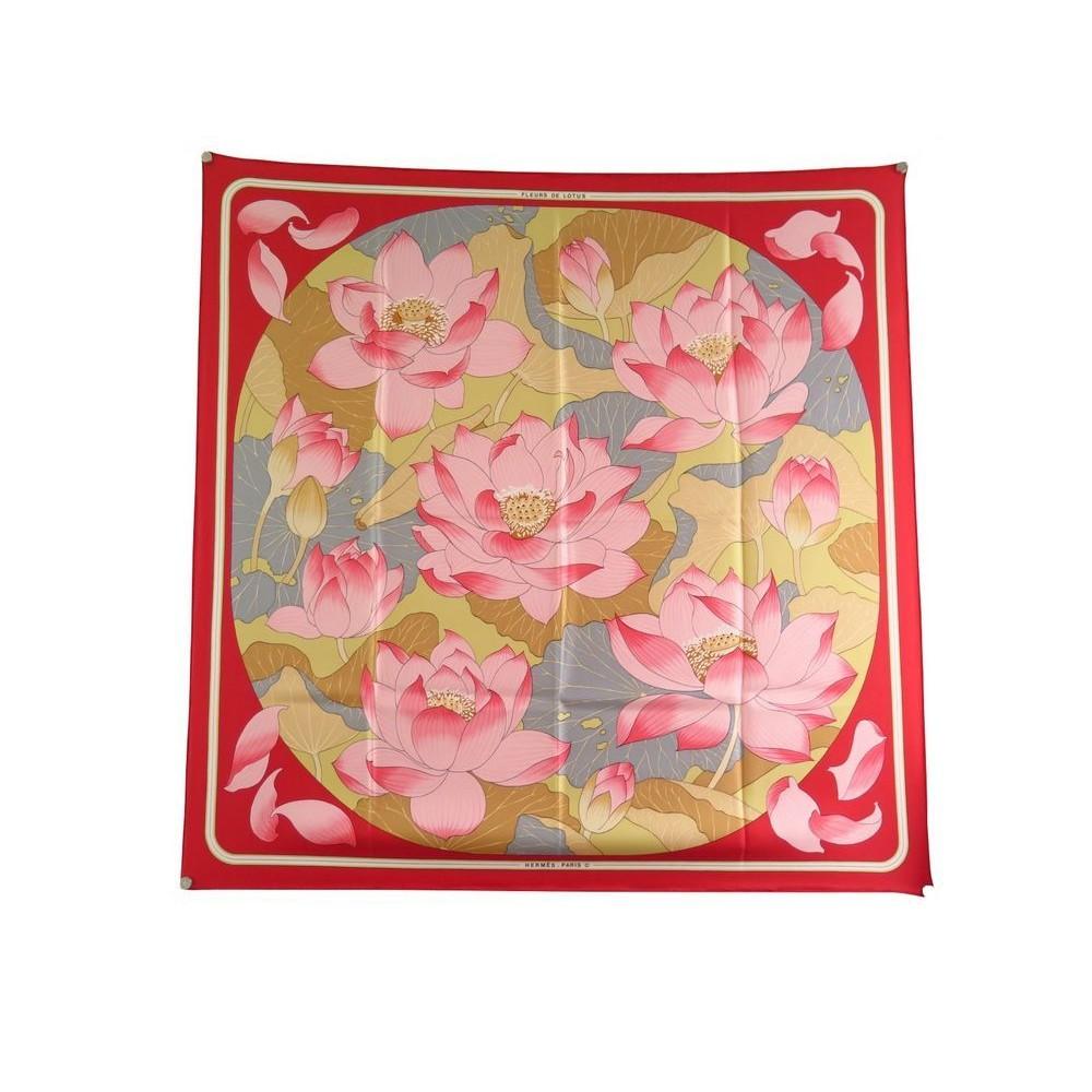 329c12f8facb foulard hermes fleurs de lotus carre soie rouge