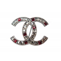 NEUF BROCHE CHANEL LOGO CC STRASS ROUGE & TRANSPARENT METAL ARGENTE BROOCH 590€