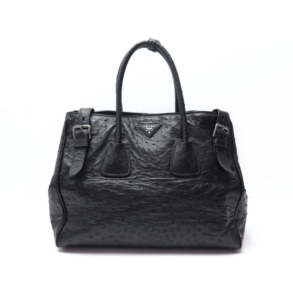 8d27b8cc7b43 sac a main prada en cuir d autruche noir porte epaule