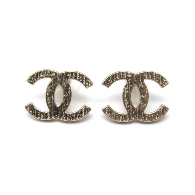 NEUF BOUCLES D'OREILLES CHANEL LOGO CC METAL DORE + BOITE GOLDEN EARRINGS 390€