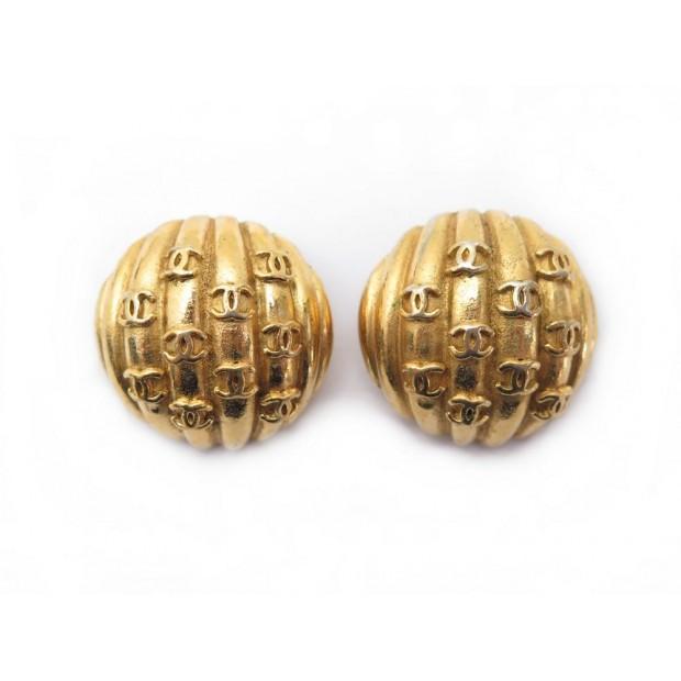 BOUCLES D OREILLES CHANEL LOGO CC EN METAL DORE GOLDEN EARRINGS JEWEL 420€
