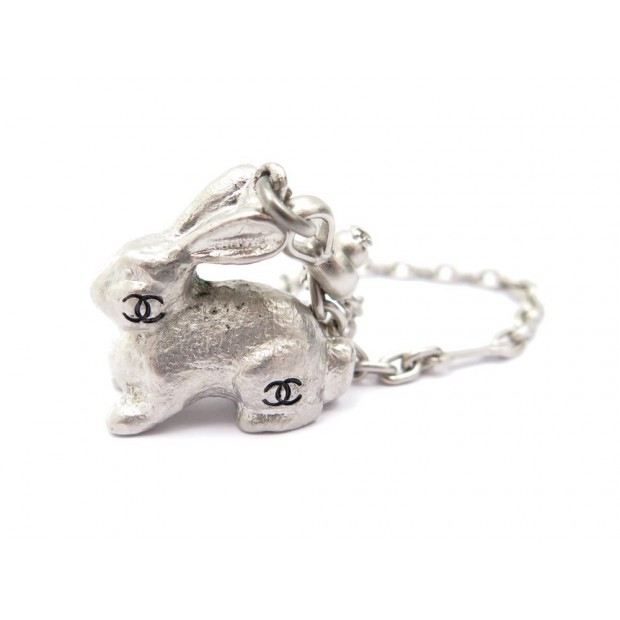 NEUF PORTE CLES CHANEL LAPIN LOGO CC EN METAL ARGENTE RABBIT KEY HOLDER CHARMS