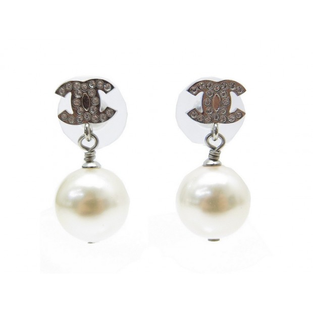 NEUF BOUCLES D OREILLES CHANEL LOGO CC ET PERLES EN METAL ARGENTE EARRINGS 480€