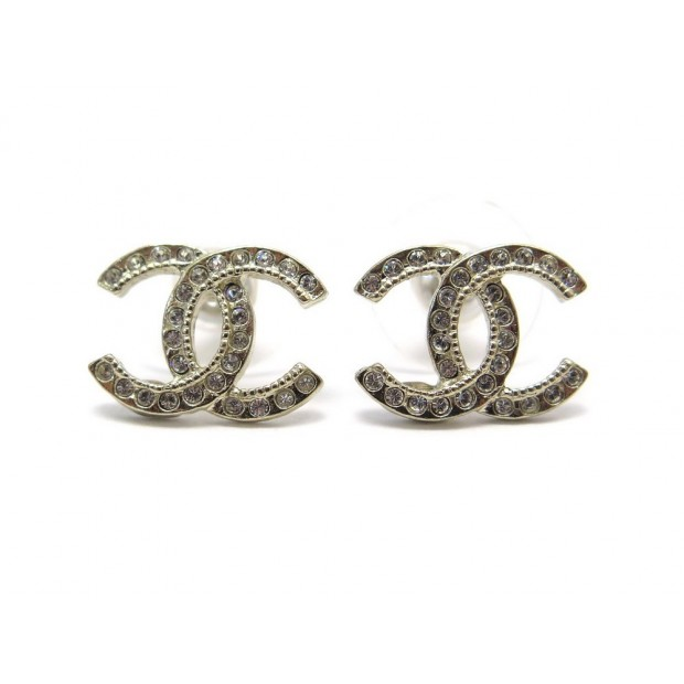 NEUF BOUCLES D'OREILLES CHANEL LOGO CC STRASS PM A88429 METAL DORE EARRINGS 330€