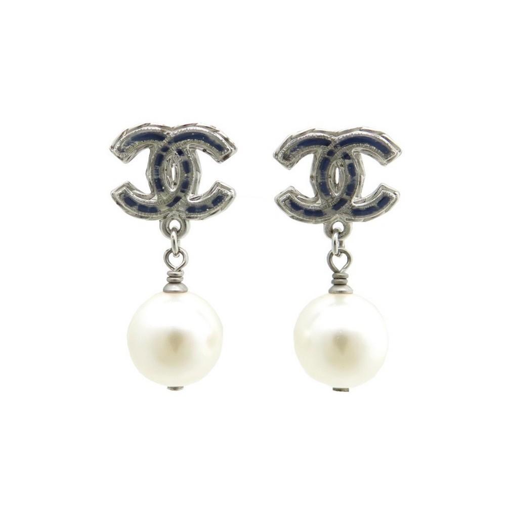boucles d 39 oreilles chanel cc en metal bleu perles. Black Bedroom Furniture Sets. Home Design Ideas