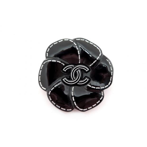 BROCHE CHANEL CAMELIA LOGO CC EN RESINE NOIR BROOCH BLACK FLOWER 590€