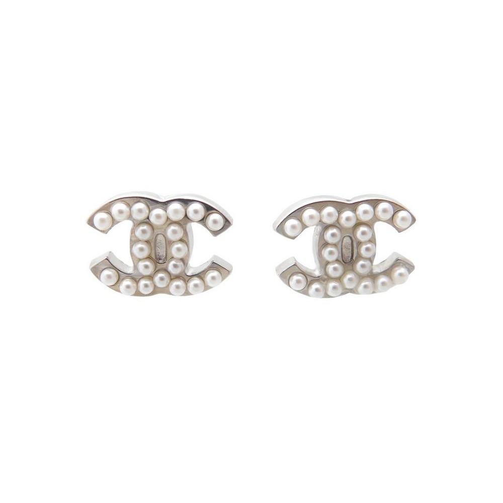 boucles d 39 oreilles chanel logo cc perles metal. Black Bedroom Furniture Sets. Home Design Ideas
