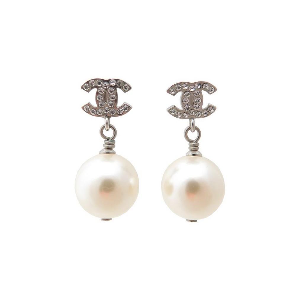 boucles d 39 oreilles chanel logo cc strass perle. Black Bedroom Furniture Sets. Home Design Ideas