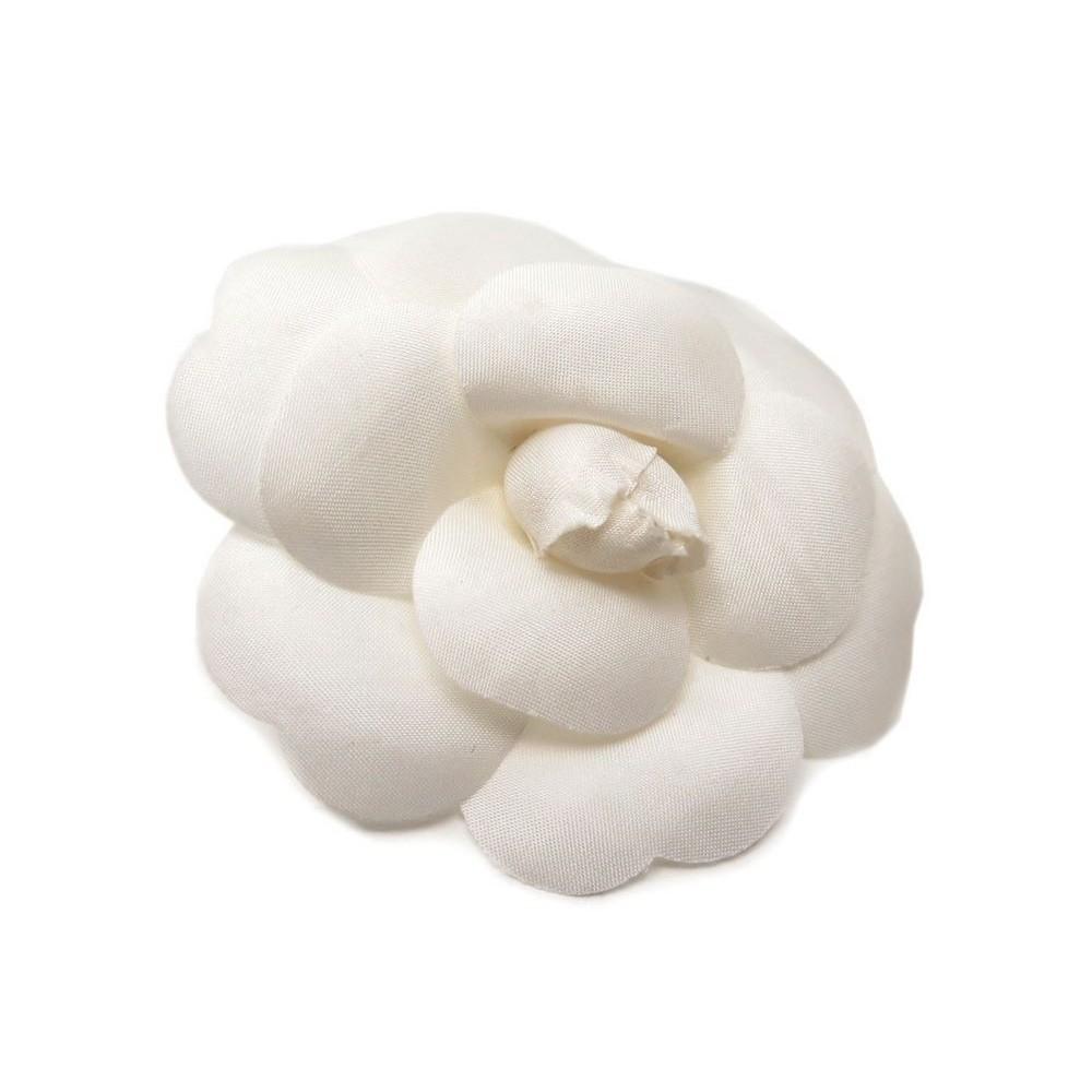 dbdcb4ac4099 broche chanel camelia fleur blanc boite white