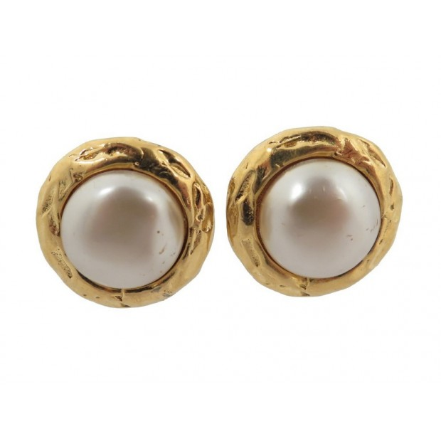 VINTAGE BOUCLES D'OREILLES CHANEL EN METAL DORE PERLE NACRE A CLIP EARRINGS 340€